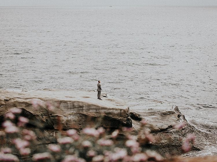 La Jolla cliffs first look - https://ruffledblog.com/intimate-modern-romantic-wedding-celebration-the-ceremony