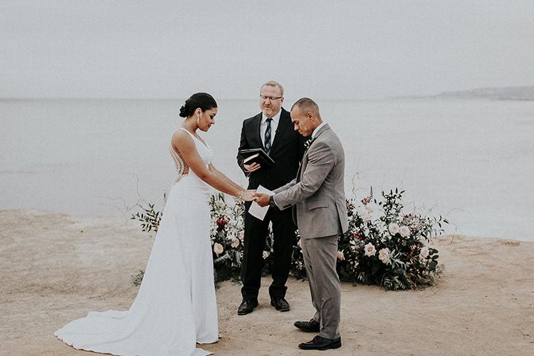 wedding ceremonies - https://ruffledblog.com/intimate-modern-romantic-wedding-celebration-the-ceremony