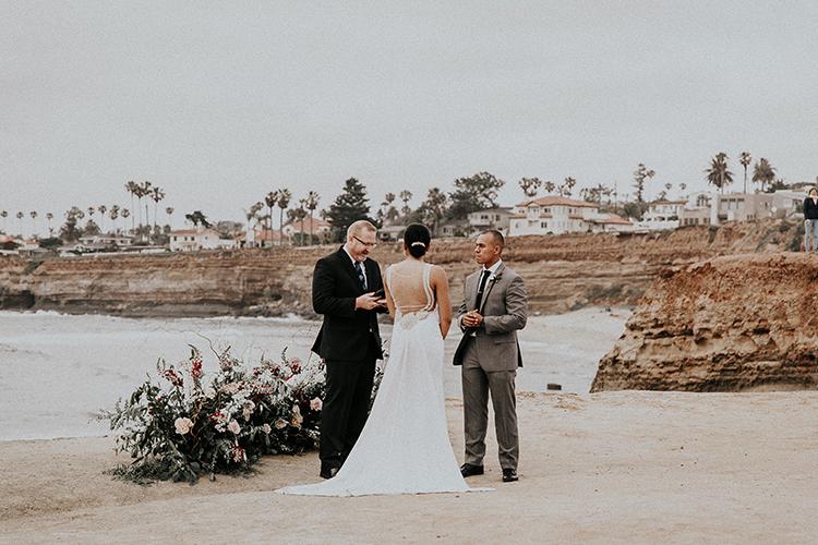 La Jolla Cliffs wedding ceremonies - https://ruffledblog.com/intimate-modern-romantic-wedding-celebration-the-ceremony