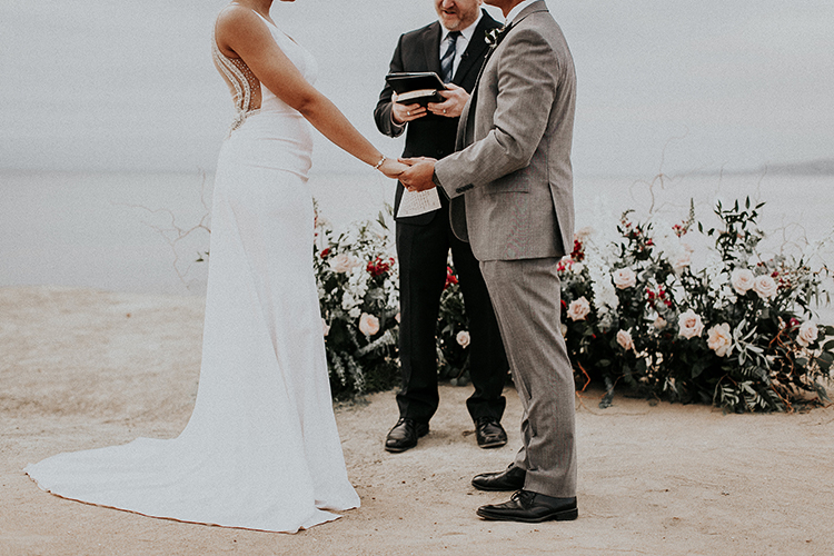 wedding ceremonies - http://ruffledblog.com/intimate-modern-romantic-wedding-celebration-the-ceremony