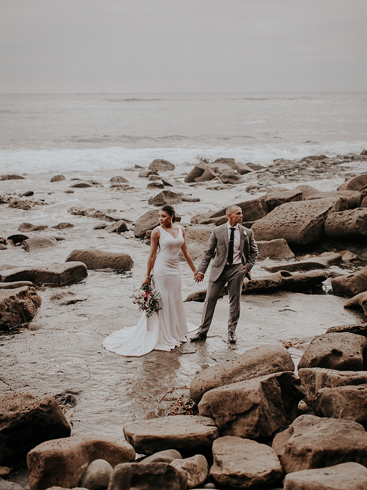 Intimate Modern Romantic Wedding Celebration: The Ceremony - https://ruffledblog.com/intimate-modern-romantic-wedding-celebration-the-ceremony