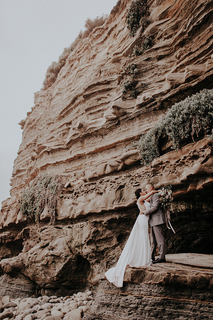 La Jolla Cliffs wedding protraits - http://ruffledblog.com/intimate-modern-romantic-wedding-celebration-the-ceremony