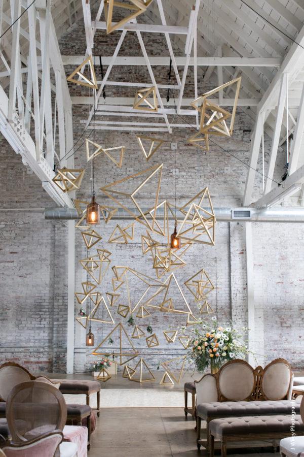 amazing geometric ceremony accents - photo by J Wiley Photography https://ruffledblog.com/40-eye-catching-geometric-wedding-ideas