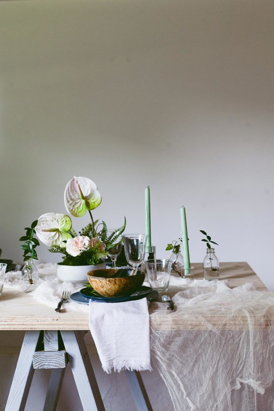 How to Create a Woodsy Summer Tablescape with Jamali Garden