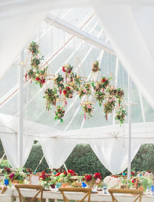 gold geometric wedding details - photo by Jana Dillon Photography https://ruffledblog.com/40-eye-catching-geometric-wedding-ideas