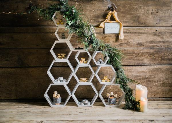 honeycomb design ceremony backdrop - photo by John Barwood Photography https://ruffledblog.com/40-eye-catching-geometric-wedding-ideas
