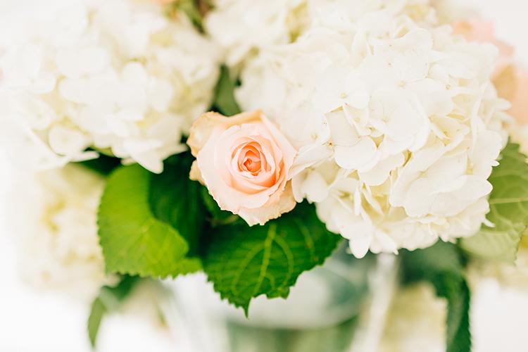 rose and hydrangea wedding flowers - photo by Finding Light Photography https://ruffledblog.com/key-largo-wedding-with-amazing-orchids-and-hydrangea