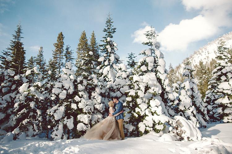wedding photography - photo by Lilly Red Creative https://ruffledblog.com/lake-tahoe-beach-wedding-inspiration
