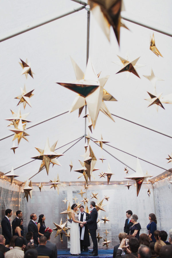 geometric star ceremony decor - photo by Les Loups https://ruffledblog.com/40-eye-catching-geometric-wedding-ideas