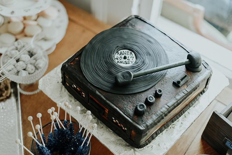 record player wedding cakes - https://ruffledblog.com/lovingly-handcrafted-backyard-wedding-with-boho-details
