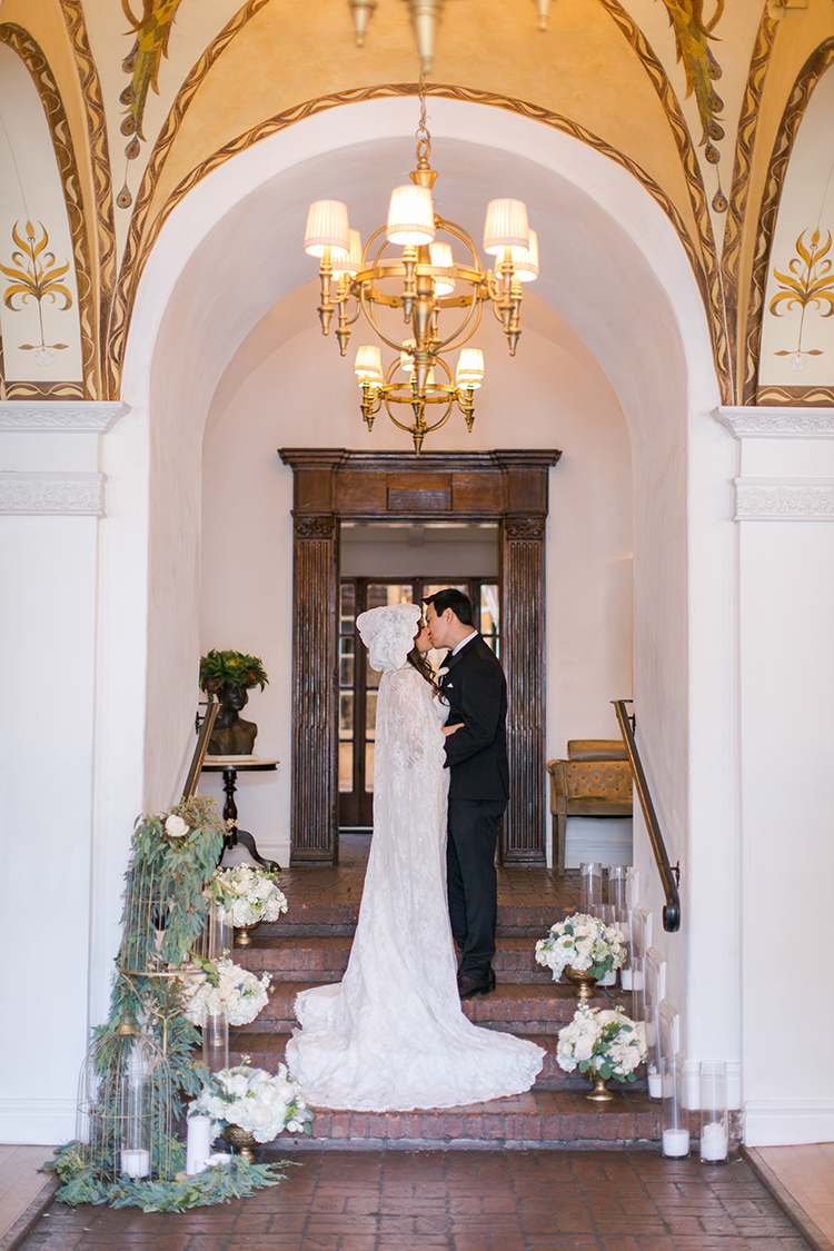 Lush romantic wedding at carondelet house ruffled lush romantic wedding at carondelet house photo by andy seo https solutioingenieria Image collections