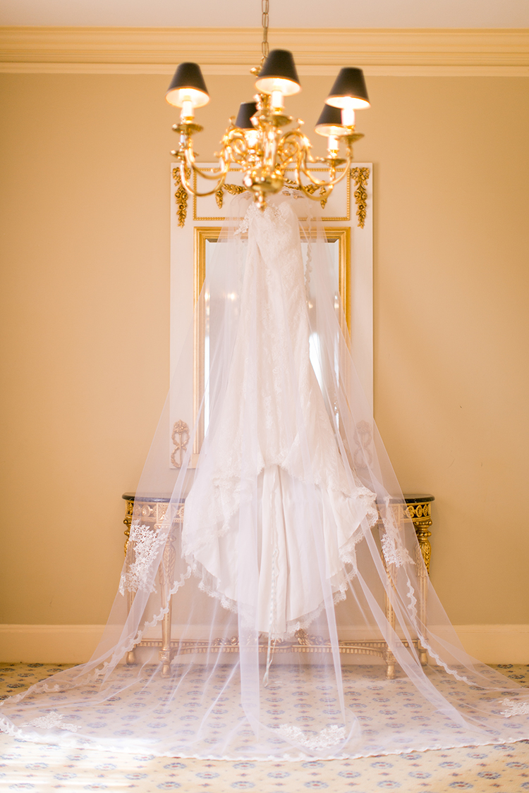 wedding dress portraits - photo by Andy Seo https://ruffledblog.com/lush-romantic-wedding-at-carondelet-house