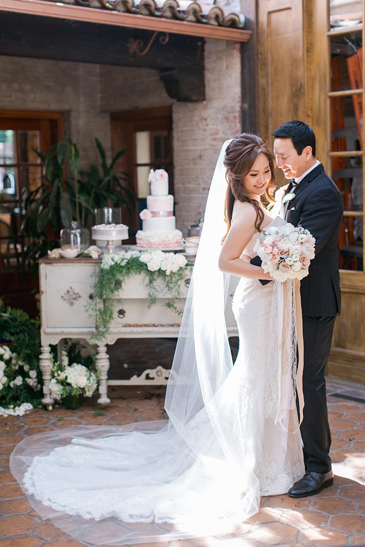 romantic wedding portraits - photo by Andy Seo https://ruffledblog.com/lush-romantic-wedding-at-carondelet-house