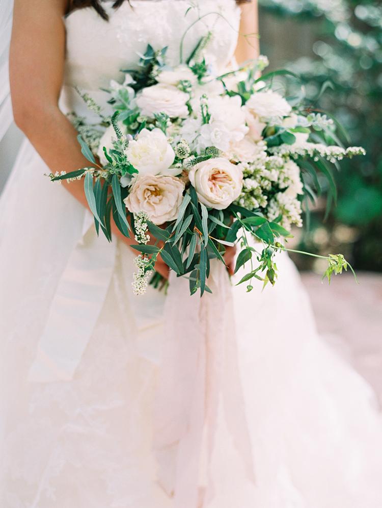 romantic garden wedding bouquets - photo by Mirelle Carmichael https://ruffledblog.com/magical-midsummer-nights-dream-wedding