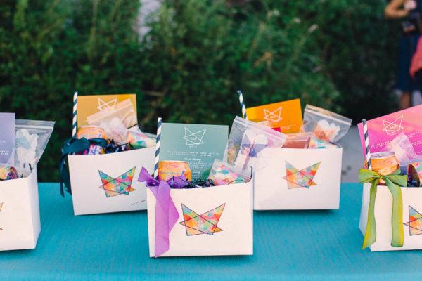 wedding favor boxes with geometric wedding logos - photo by Mark Brooke Photography https://ruffledblog.com/40-eye-catching-geometric-wedding-ideas