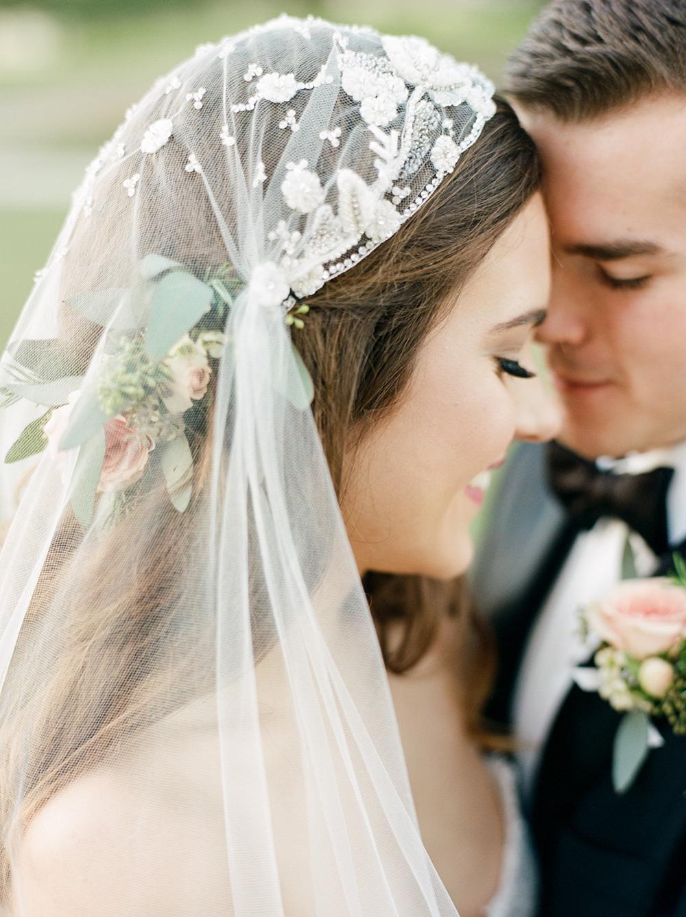 Прически свадебные с фатой 2018 фото