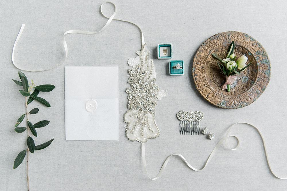 wedding stationery - photo by Laura Kelly Photography https://ruffledblog.com/minimalist-monochrome-european-wedding-inspiration