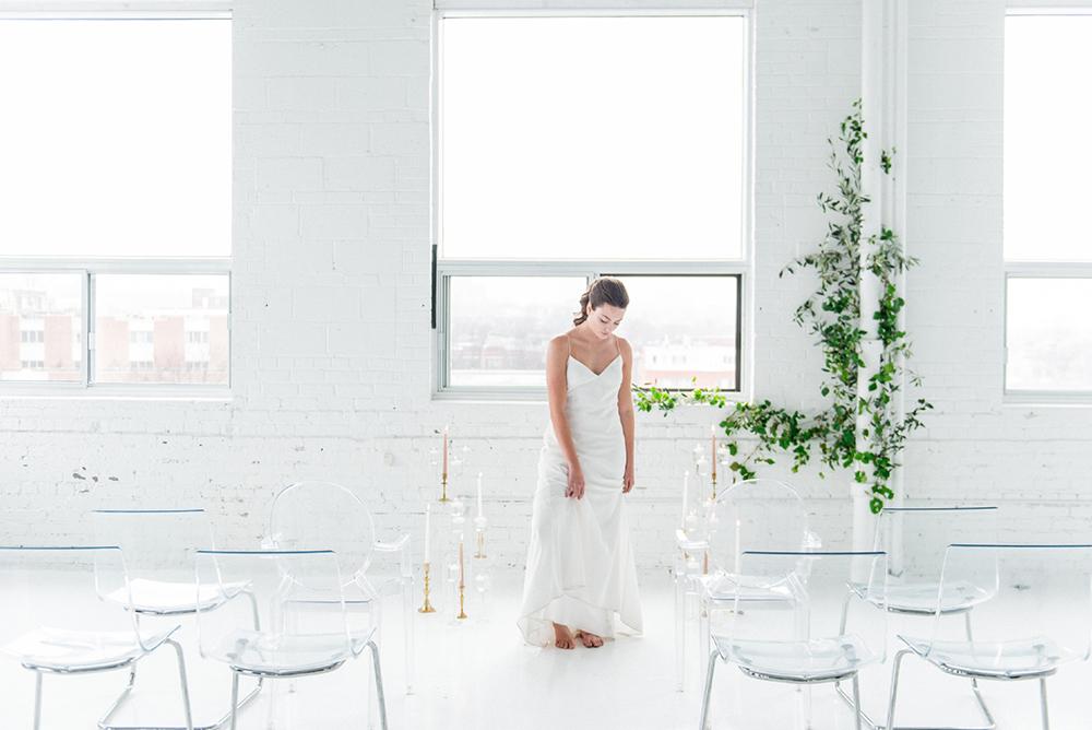 wedding inspiration - photo by Laura Kelly Photography https://ruffledblog.com/minimalist-monochrome-european-wedding-inspiration