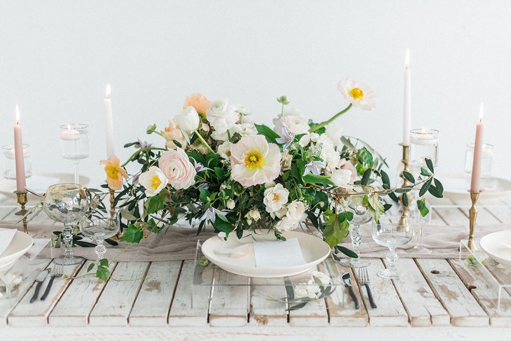 wedding centerpieces - photo by Laura Kelly Photography https://ruffledblog.com/minimalist-monochrome-european-wedding-inspiration
