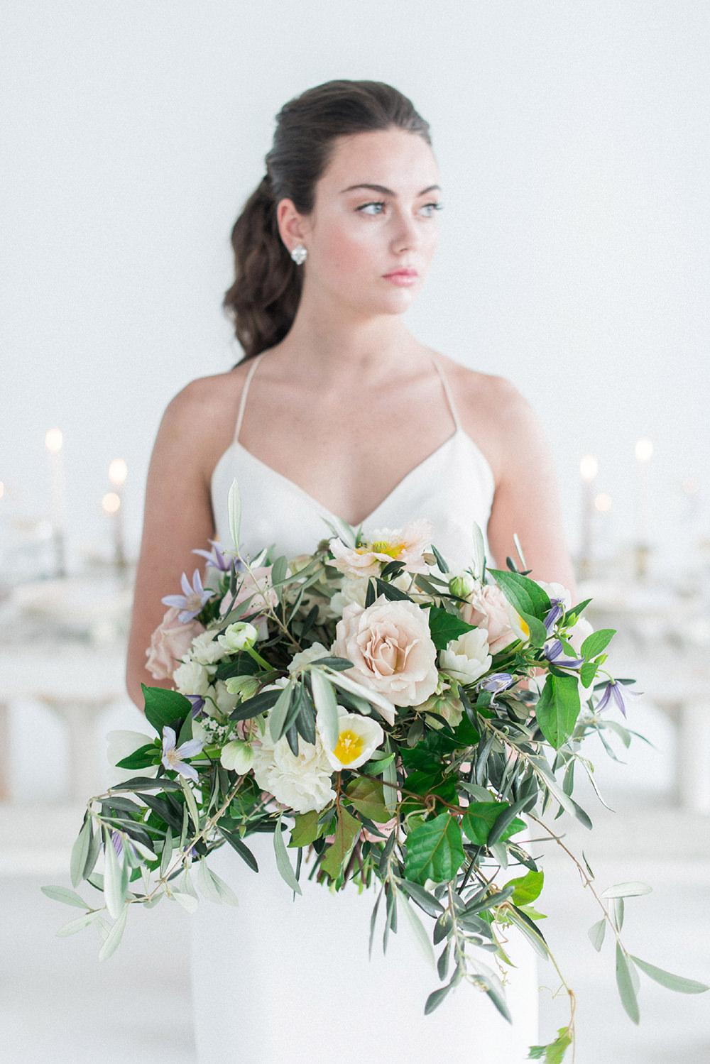 garden wedding flowers - photo by Laura Kelly Photography https://ruffledblog.com/minimalist-monochrome-european-wedding-inspiration
