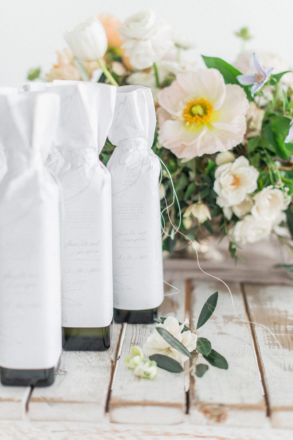 printable wedding favors - photo by Laura Kelly Photography https://ruffledblog.com/minimalist-monochrome-european-wedding-inspiration