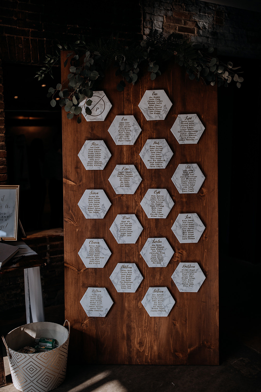 marble geometric seating charts - https://ruffledblog.com/modern-baltimore-mill-house-wedding