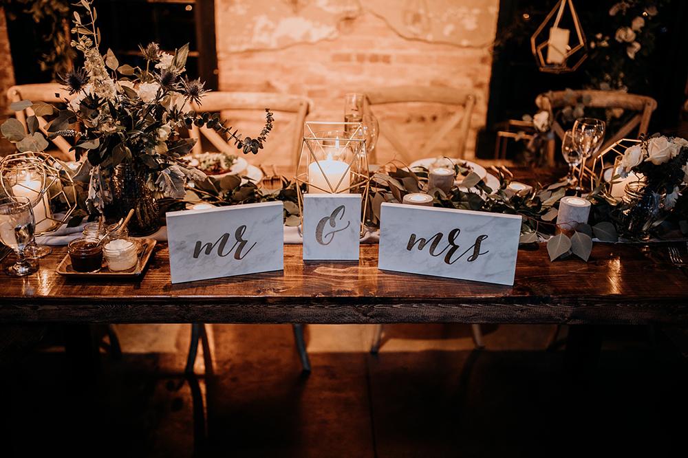 marble wedding accent ideas - https://ruffledblog.com/modern-baltimore-mill-house-wedding
