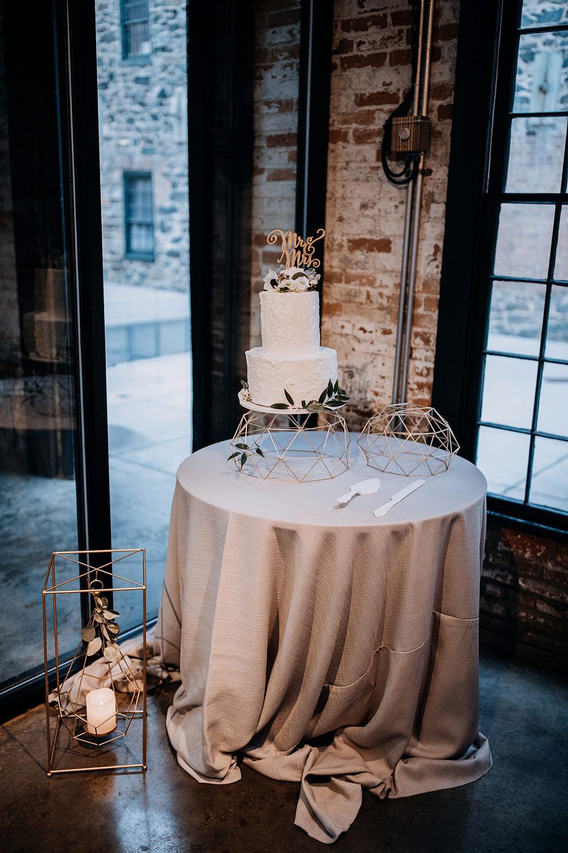 modern wedding receptions - https://ruffledblog.com/modern-baltimore-mill-house-wedding