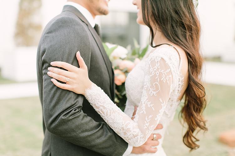 romantic wedding photography - photo by Mustard Seed Photography http://ruffledblog.com/modern-farmhouse-wedding-with-organic-details