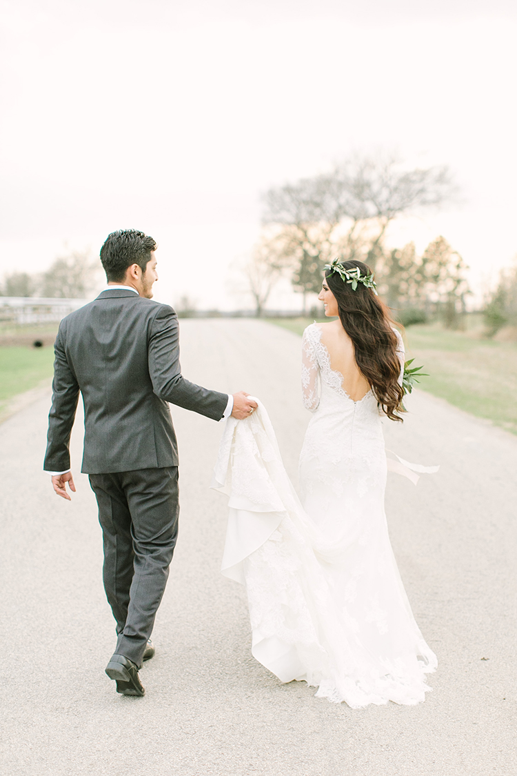 wedding portraits - photo by Mustard Seed Photography https://ruffledblog.com/modern-farmhouse-wedding-with-organic-details