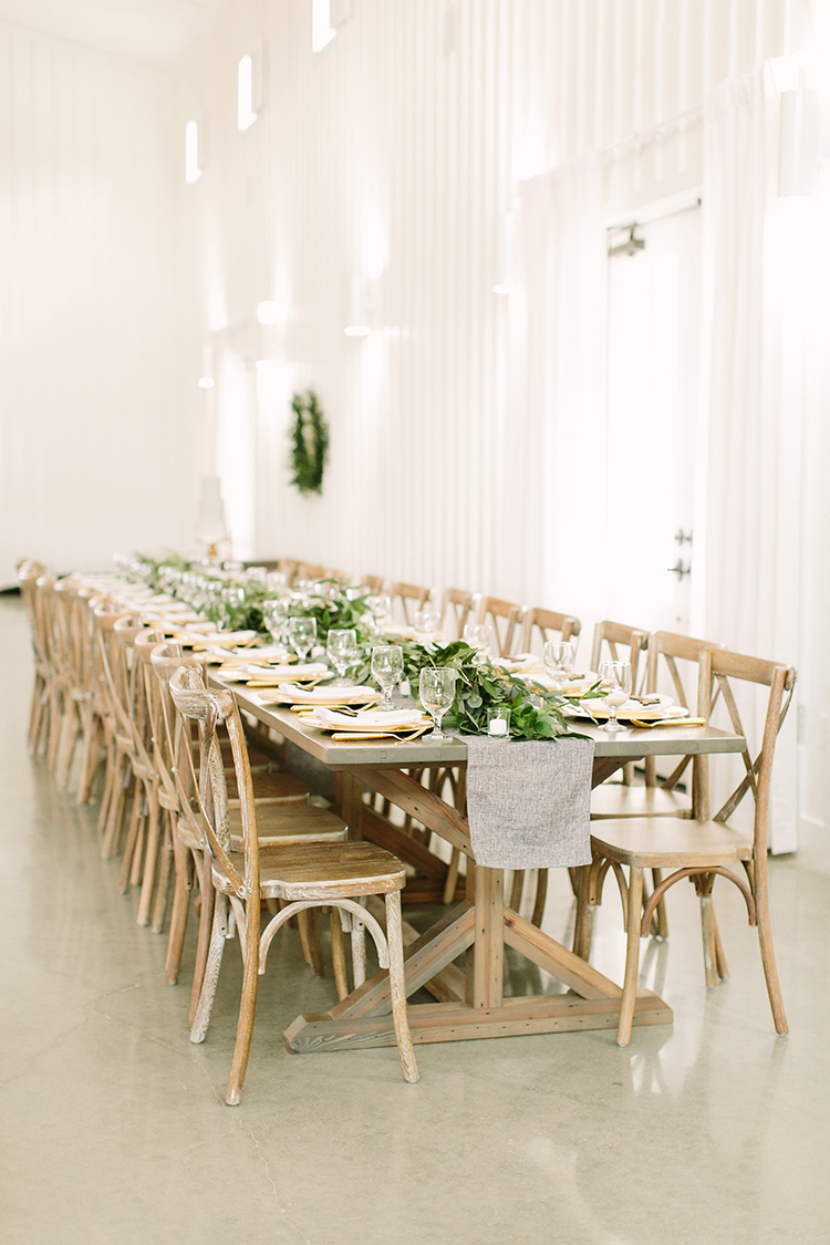 organic wedding inspiration - photo by Mustard Seed Photography https://ruffledblog.com/modern-farmhouse-wedding-with-organic-details