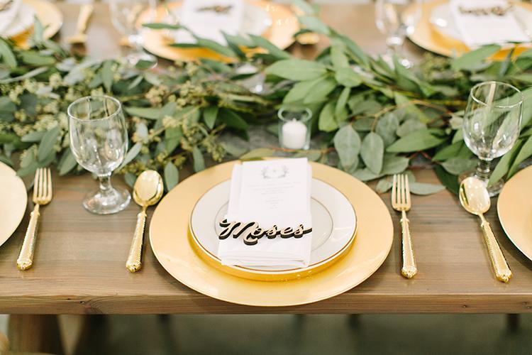 gold and greenery weddings - photo by Mustard Seed Photography http://ruffledblog.com/modern-farmhouse-wedding-with-organic-details