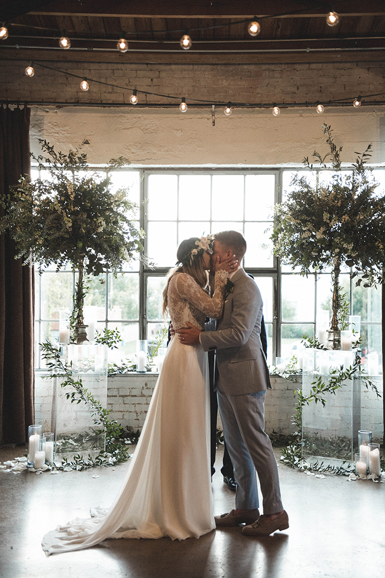 wedding ceremonies - photo by A Sea of Love http://ruffledblog.com/modern-industrial-wedding-with-lots-of-greenery