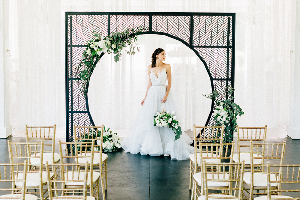 Modern Luxe Summer Wedding Inspiration - photo by Four Corners Photography http://ruffledblog.com/modern-luxe-summer-wedding-inspiration