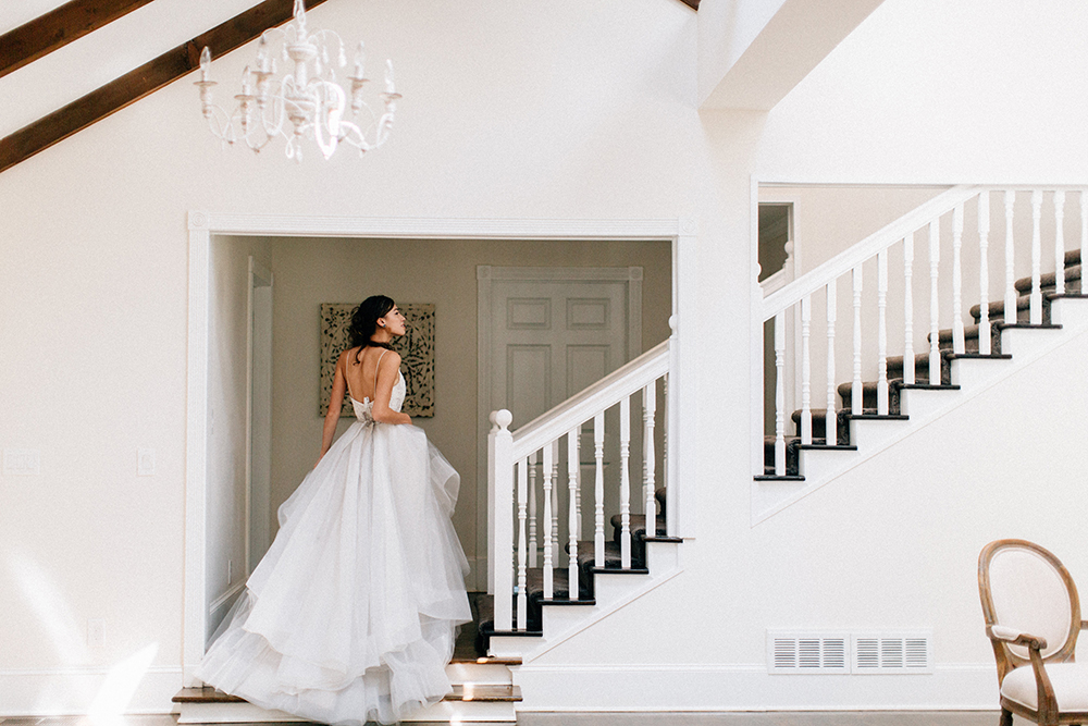 bridal inspiration - photo by Four Corners Photography http://ruffledblog.com/modern-luxe-summer-wedding-inspiration