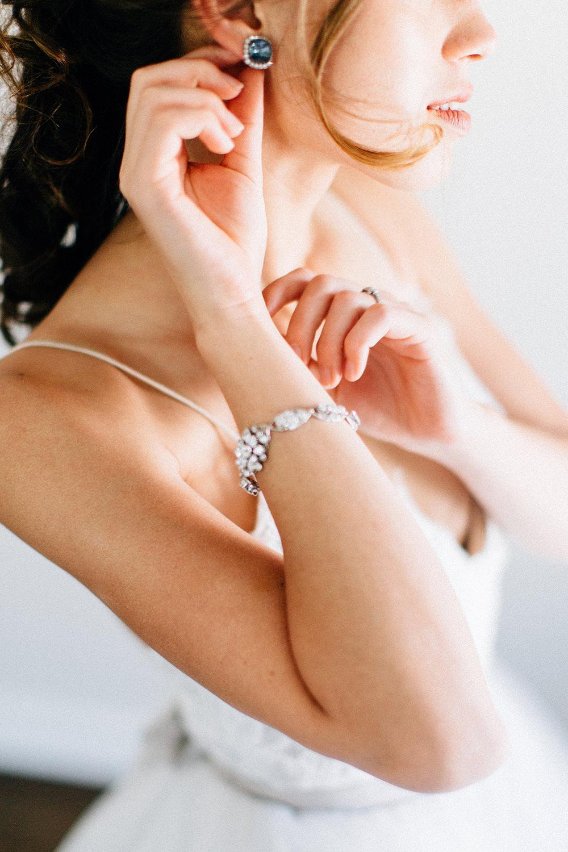 bridal jewelry - photo by Four Corners Photography http://ruffledblog.com/modern-luxe-summer-wedding-inspiration