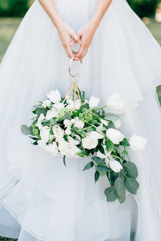 unique bouquet ideas - photo by Four Corners Photography http://ruffledblog.com/modern-luxe-summer-wedding-inspiration
