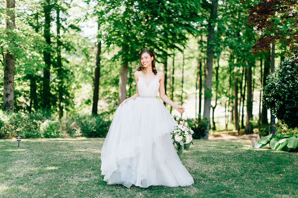 bridal photography - photo by Four Corners Photography http://ruffledblog.com/modern-luxe-summer-wedding-inspiration