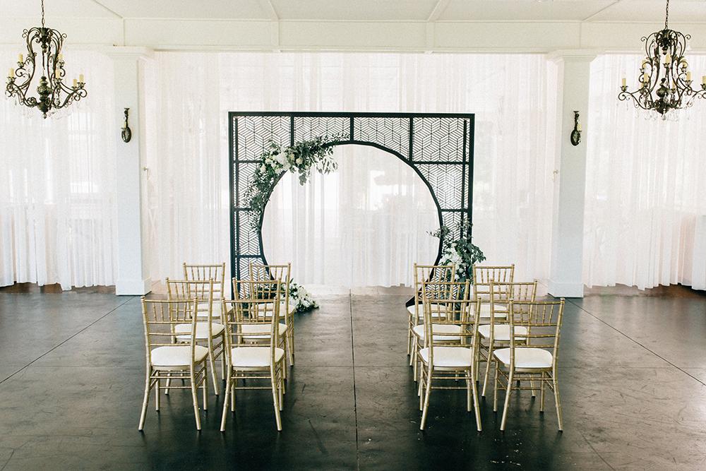 ceremony inspiration - photo by Four Corners Photography http://ruffledblog.com/modern-luxe-summer-wedding-inspiration