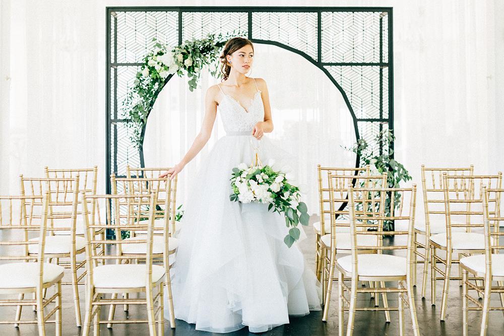 wedding inspiration - photo by Four Corners Photography http://ruffledblog.com/modern-luxe-summer-wedding-inspiration
