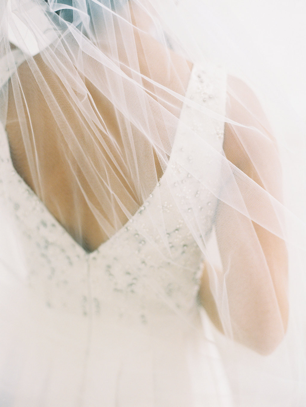 romantic wedding veils - photo by Abby Jiu Photography https://ruffledblog.com/modern-metallics-wedding-in-downtown-washington-dc