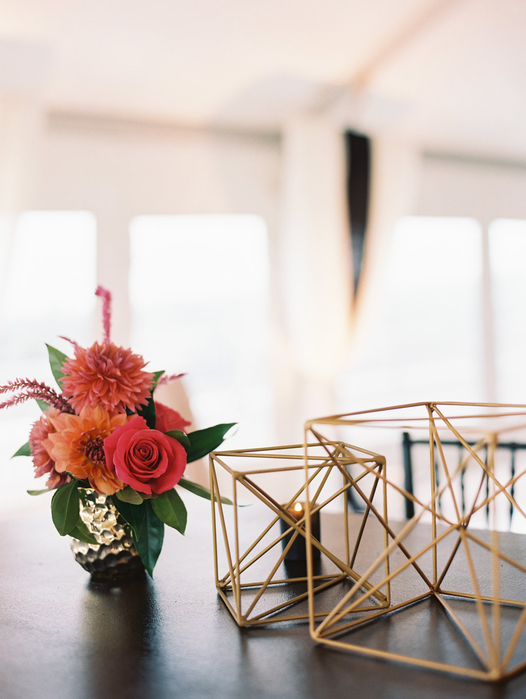 modern metallic wedding ideas - photo by Abby Jiu Photography https://ruffledblog.com/modern-metallics-wedding-in-downtown-washington-dc