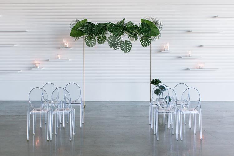 modern wedding inspiration - photo by J Wiley Photography http://ruffledblog.com/modern-minimalist-wedding-ideas-with-a-tropical-twist