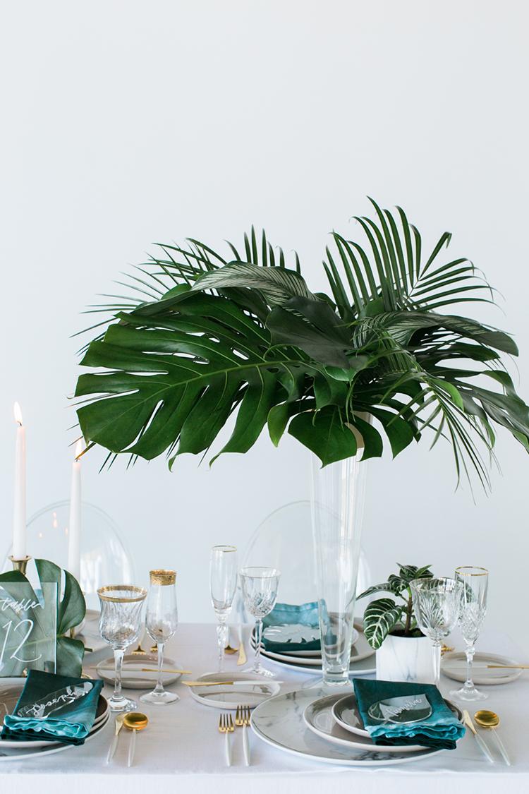 tropical wedding tables - photo by J Wiley Photography http://ruffledblog.com/modern-minimalist-wedding-ideas-with-a-tropical-twist