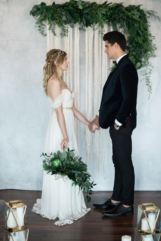 wedding ceremonies - photo by Kristen Weaver Photography https://ruffledblog.com/modern-organic-wedding-inspiration-with-greenery