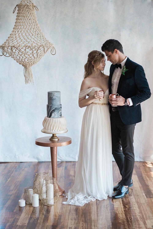 wedding inspo - photo by Kristen Weaver Photography https://ruffledblog.com/modern-organic-wedding-inspiration-with-greenery