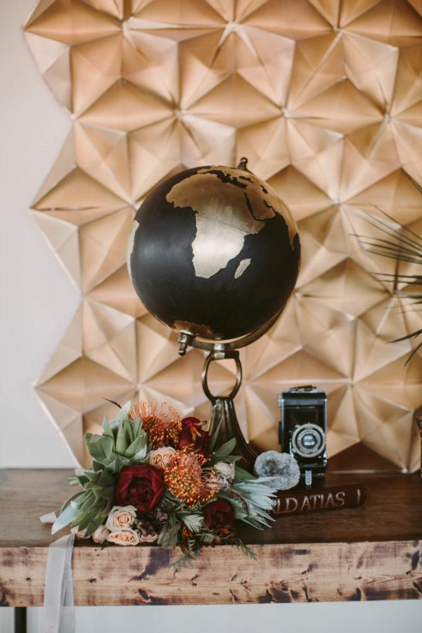 gold geometric backdrop - Megan Saul Photography http://ruffledblog.com/40-eye-catching-geometric-wedding-ideas