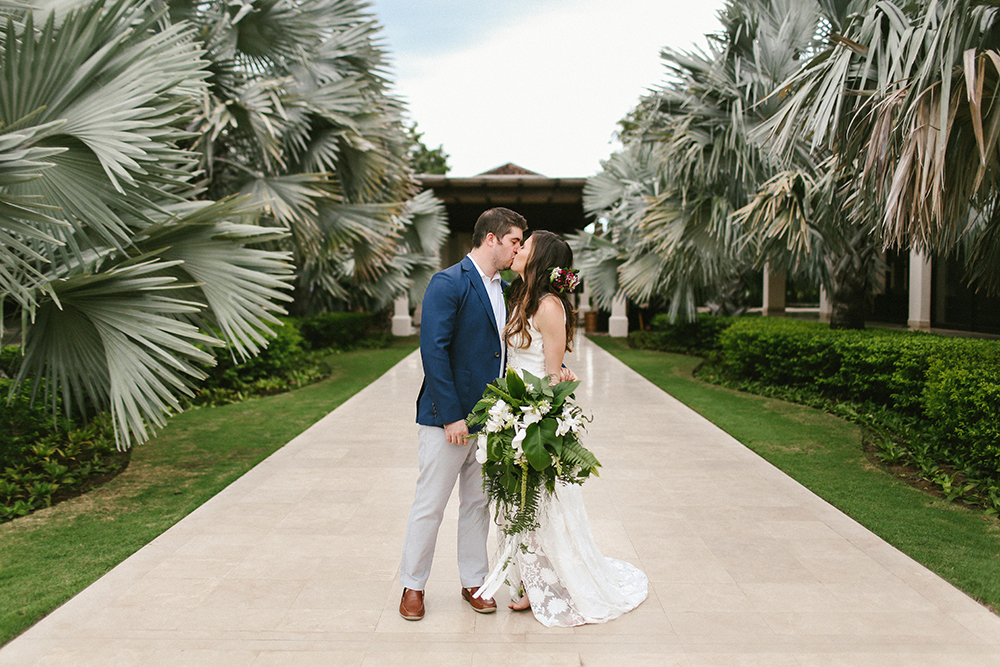 Costa Rica Destination Wedding with Lots of Tropical Details - photo by W and E Photographie http://ruffledblog.com/costa-rica-destination-wedding-with-lots-of-tropical-details