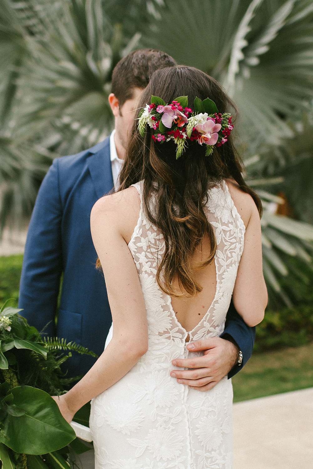 tropical wedding hair - photo by W and E Photographie https://ruffledblog.com/costa-rica-destination-wedding-with-lots-of-tropical-details