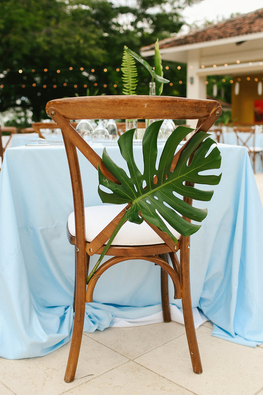 tropical chair decor - photo by W and E Photographie https://ruffledblog.com/costa-rica-destination-wedding-with-lots-of-tropical-details